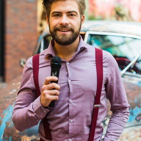 Wojtek Kaczmarczyk -konferansjer męski event, Bielsko Biała, centrum handlowe, prezenter